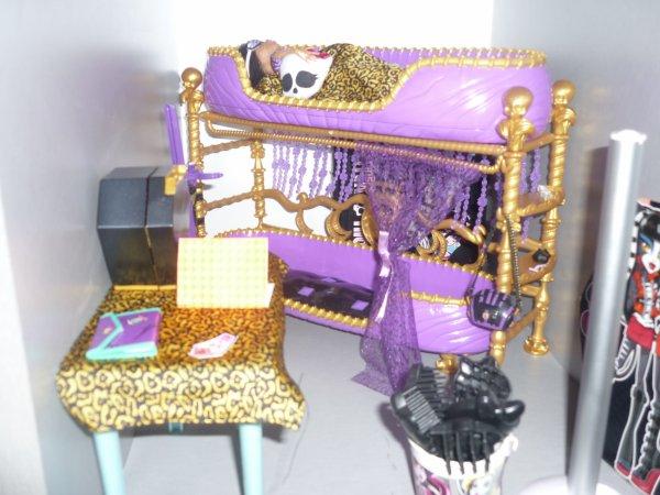 La chambre de clawdeen et la chambre de draculaura et le for Monster high accessoires de chambre